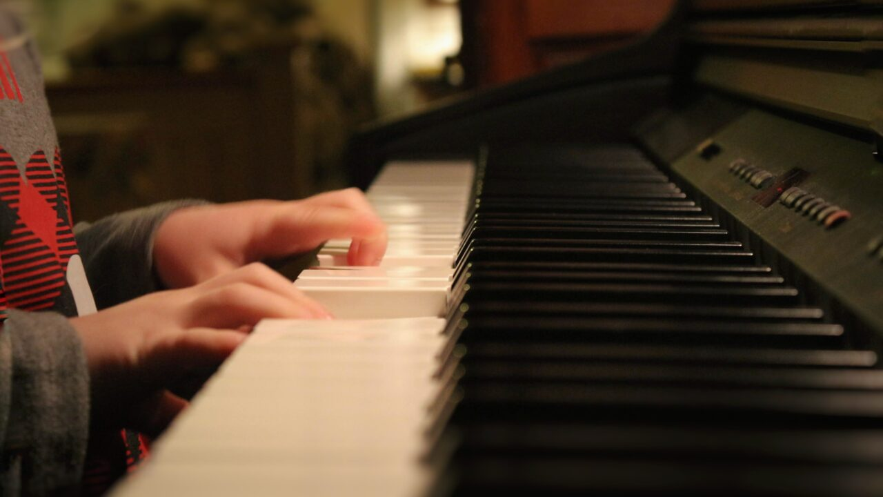 六畳間のピアノマン加藤シゲアキ